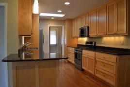 Những mẫu tủ bếp gỗ pơ mu bền đẹp, chất lượng, giá rẻ
